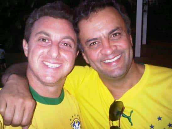 Amizade que o Google não apaga: Aécio Neves e Luciano Huck muy amigos.