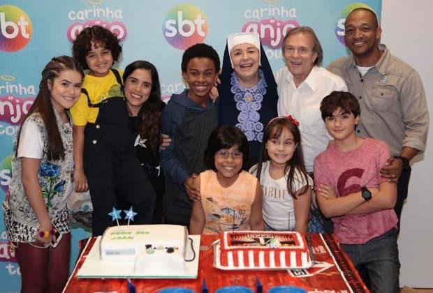 "Jean Paulo Campos ganha festa surpresa nos bastidores de ""Carinha de Anjo"""