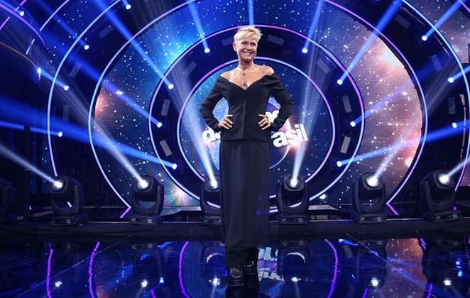 """Nova atração de Xuxa, """"Dancing Brasil"""" é reprisado aos sábados como """"teste"""" da Record."""
