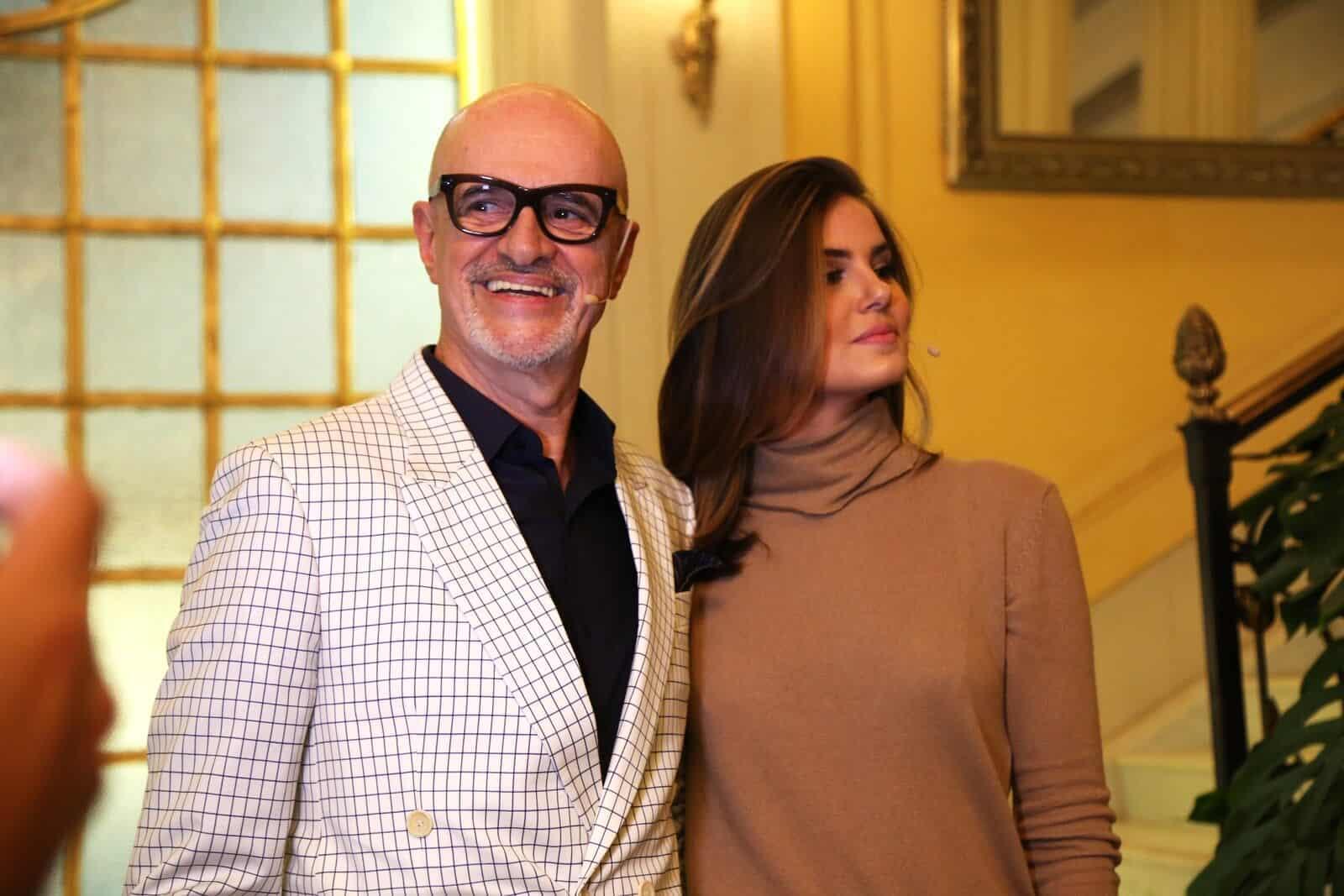 """Marcos Caruso e Camila Queiróz comandaram a festa de lançamento de """"Pega Pega""""."""