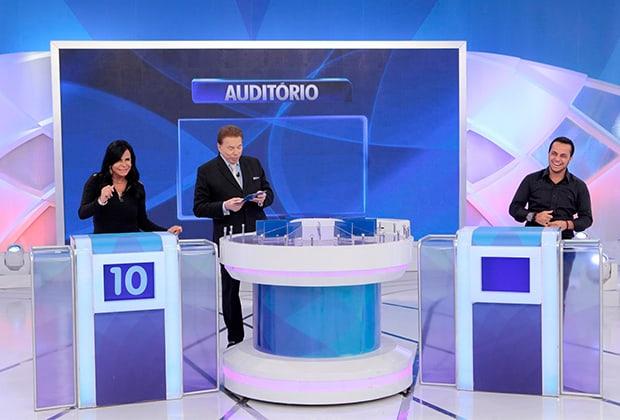 "Silvio Santos recebe Gretchen, elogia Thammy e comemora ""baby boom"""