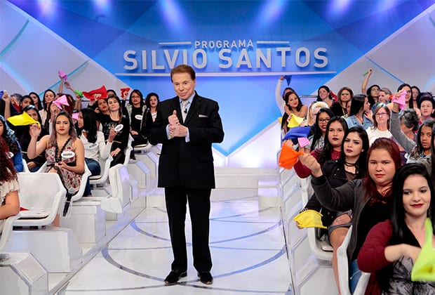 Silvio Santos descobre no palco que ganhará três novos netos