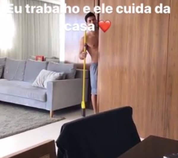 Ex-BBB Mayra Cardi exibe momentos íntimos com Arthur Aguiar nas redes sociais