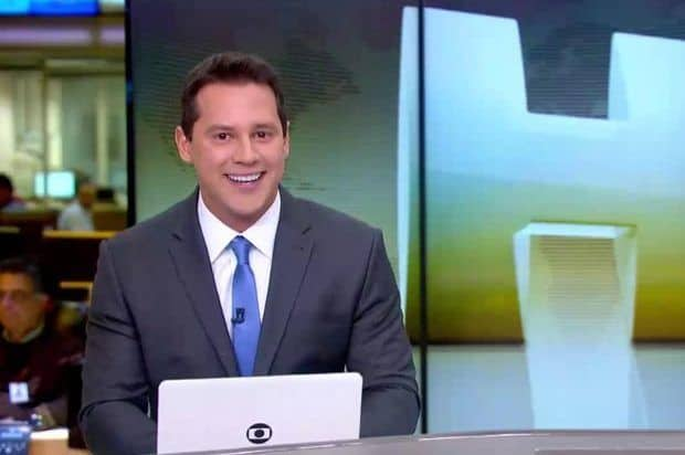 """Em sua semana de estreia no """"Jornal Hoje"""", Dony De Nuccio ganha cantadas na web"""
