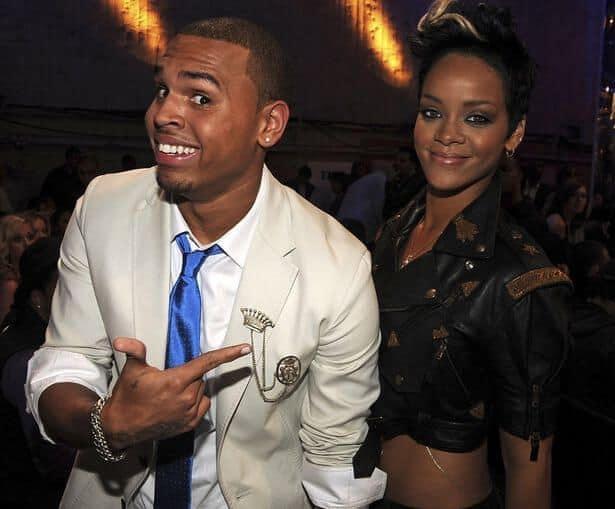 """Chris Brown culpa Rihanna por agressão: """"Tentou me chutar e aí eu acertei ela"""""""