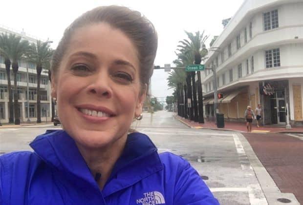 Repórter da Globo é detonada ao postar selfie sorrindo com chegada de furacão