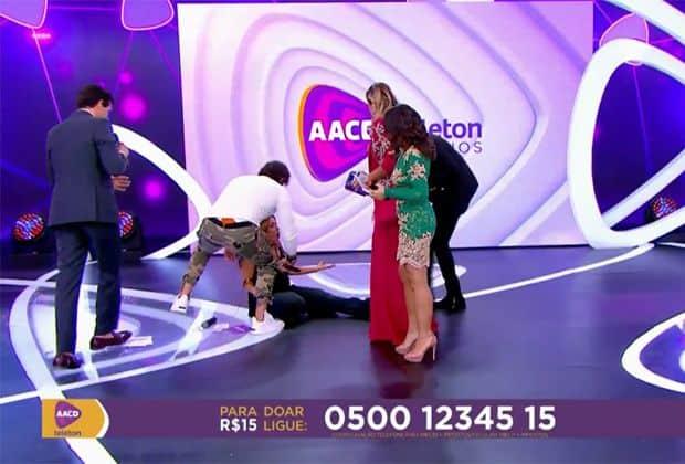 Grávida, Patricia Abravanel cai ao vivo no palco do Teleton