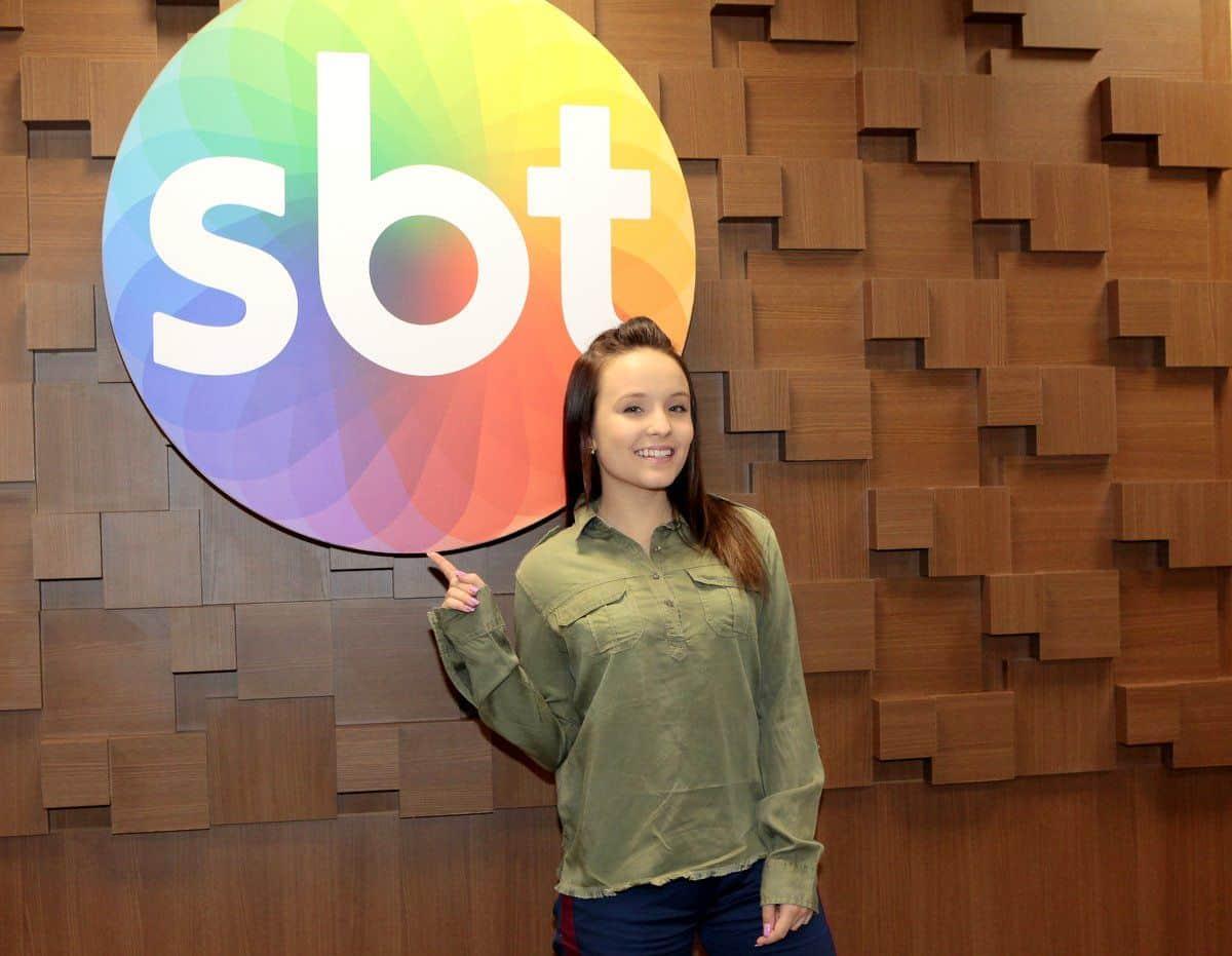 6a9ca6455272b Larissa Manoela renova por mais dois anos com o SBT