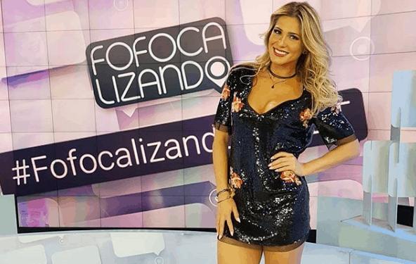 Fotos De Livia Andrade Pelada lívia andrade faz topless e é criticada por seguidores