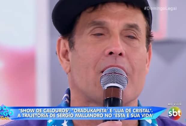 """Sérgio Mallandro se emociona muito com homenagem surpresa no """"Domingo Legal"""""""