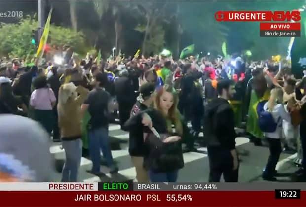 GloboNews flagra ao vivo mulher com faca durante comemoração pró-Bolsonaro