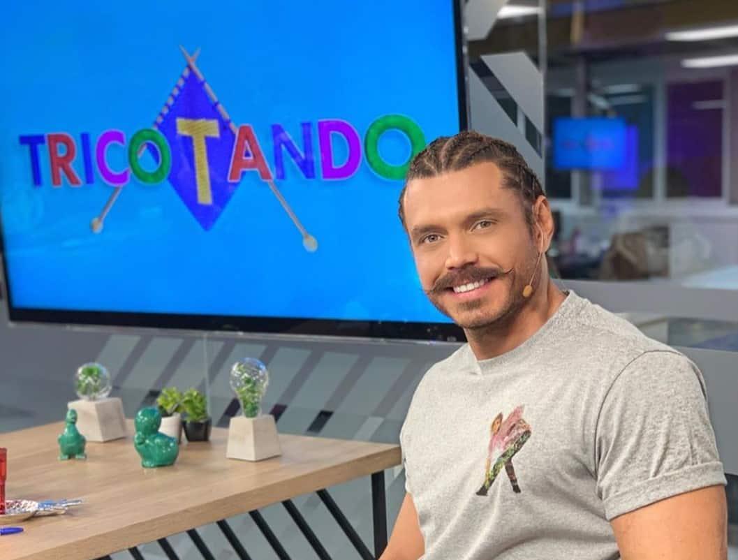"""Apresentador da RedeTV!, Franklin David deve entrar em """"A Fazenda"""""""