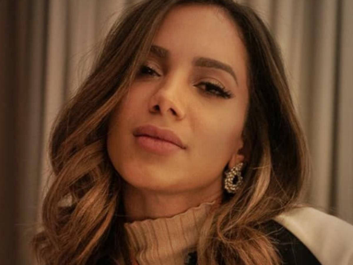 Anitta tieta atriz espanhola em premiação e a pede em namoro | RD1