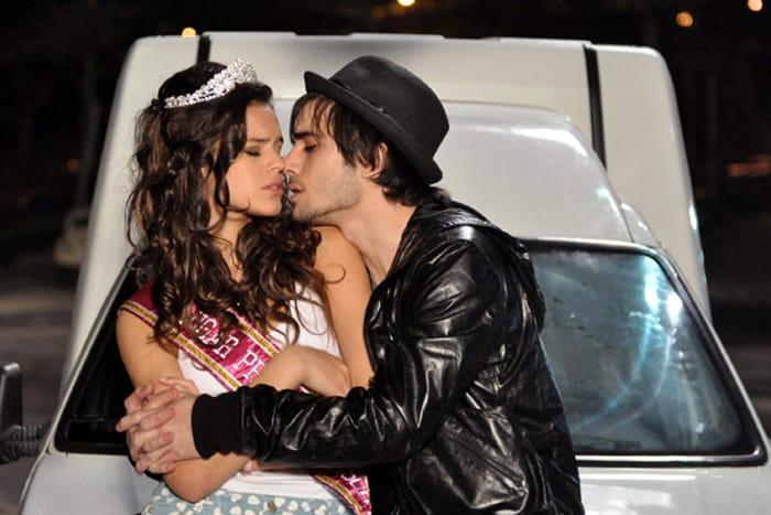 Bruna Marquezine e Fiuk em cena de Aquele Beijo (Divulgação / TV Globo)
