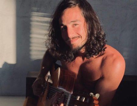 Vazou suposta nude do cantor Tiago Iorc e internautas