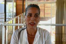 Gloria Pires entrou na lista das comemorações dos 70 anos da TV brasileira, no Conversa com Bial, e revelou que o medo de entrar em cena não a deixou mesmo com quase cinquenta anos de carreira e mais de trinta novelas no currículo. Ela disse que a insegurança diminuiu após muito treino e técnicas de relaxamento.