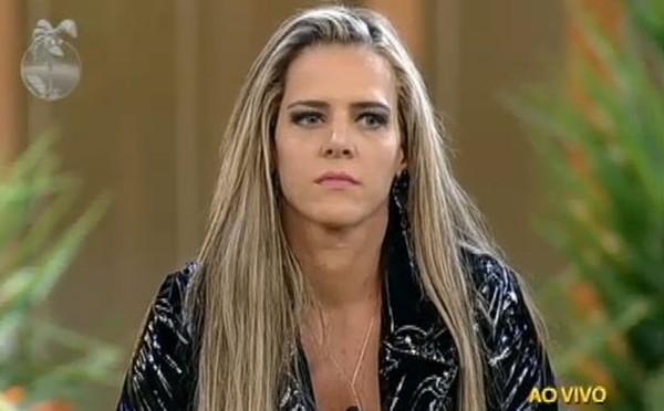 Furacão da CPI, Denise Rocha reaparece ainda mais irreconhecível após cirurgias | RD1
