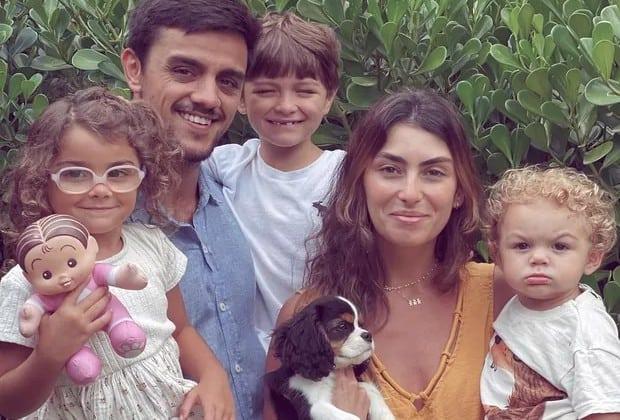 Felipe Simas e família